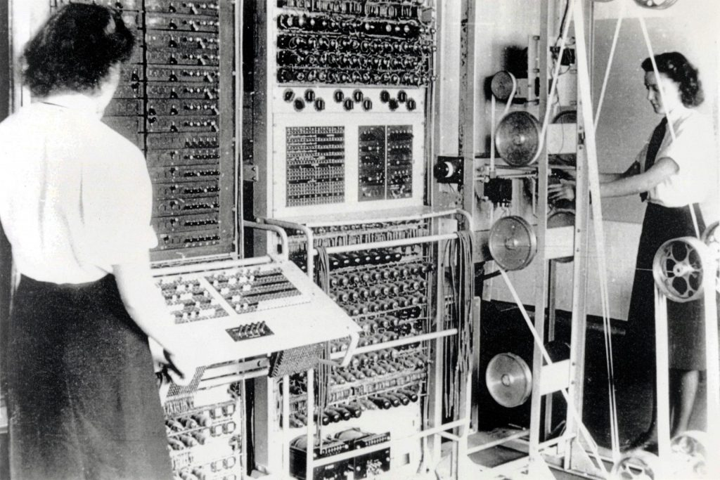 Old photo showing how women worked as decoders