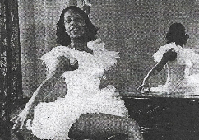 Old photo of Doris Jones en pointe